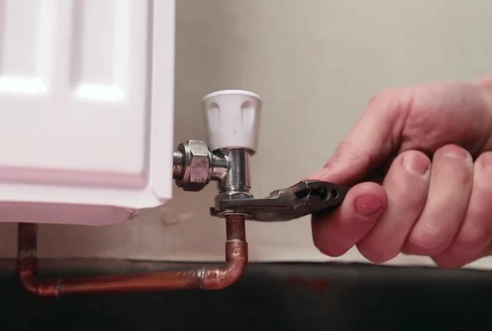 Fitting TRV's_3_REmoving valve