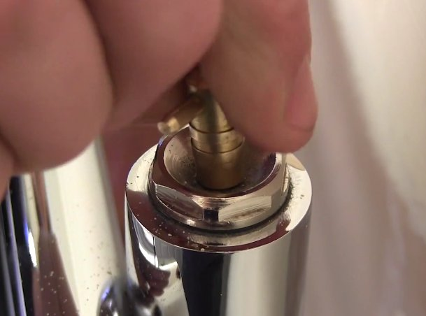 Remove HTR for Decorating_7_Bleed Radiator