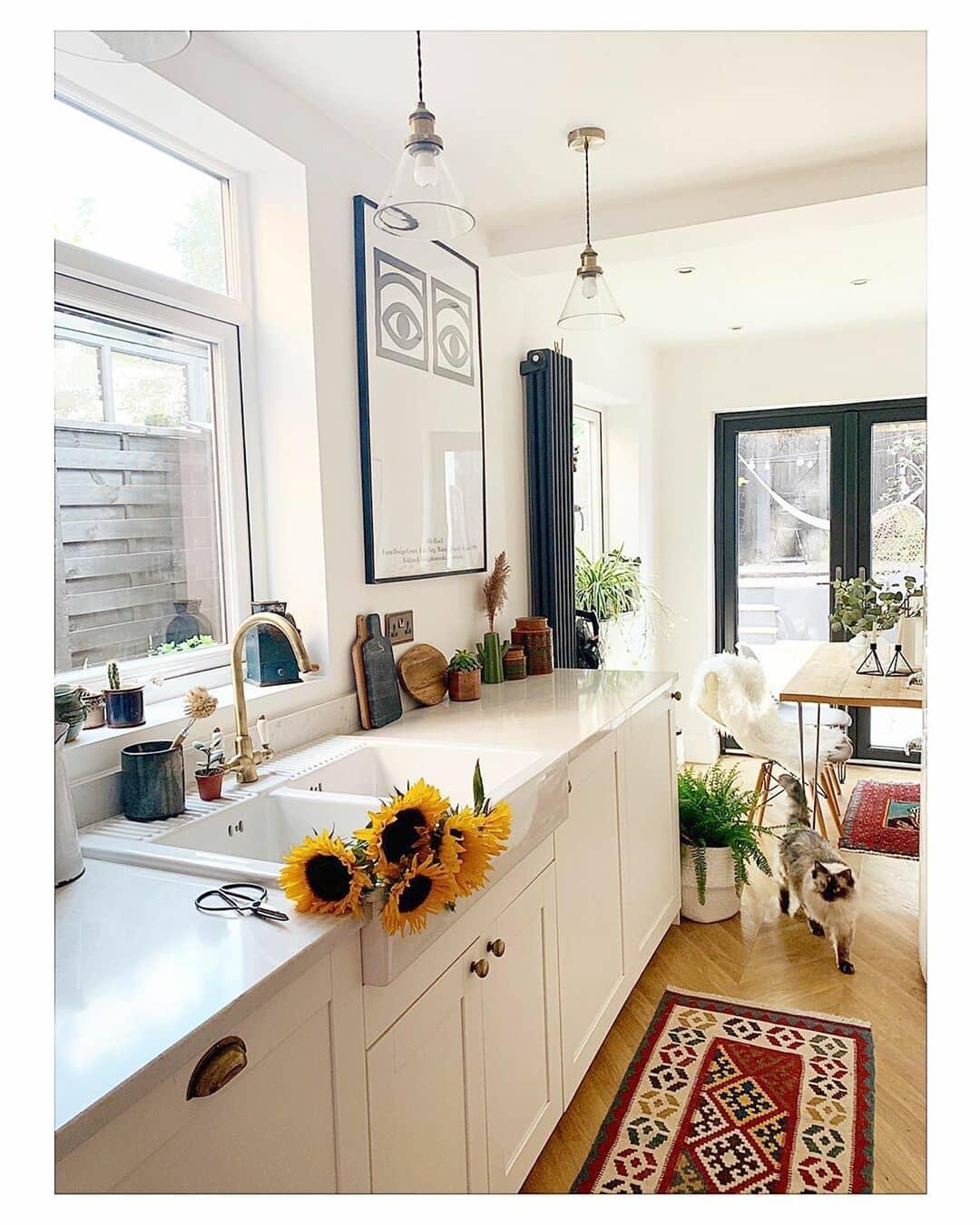 vertical Milano Windsor radiator in a white kitchen
