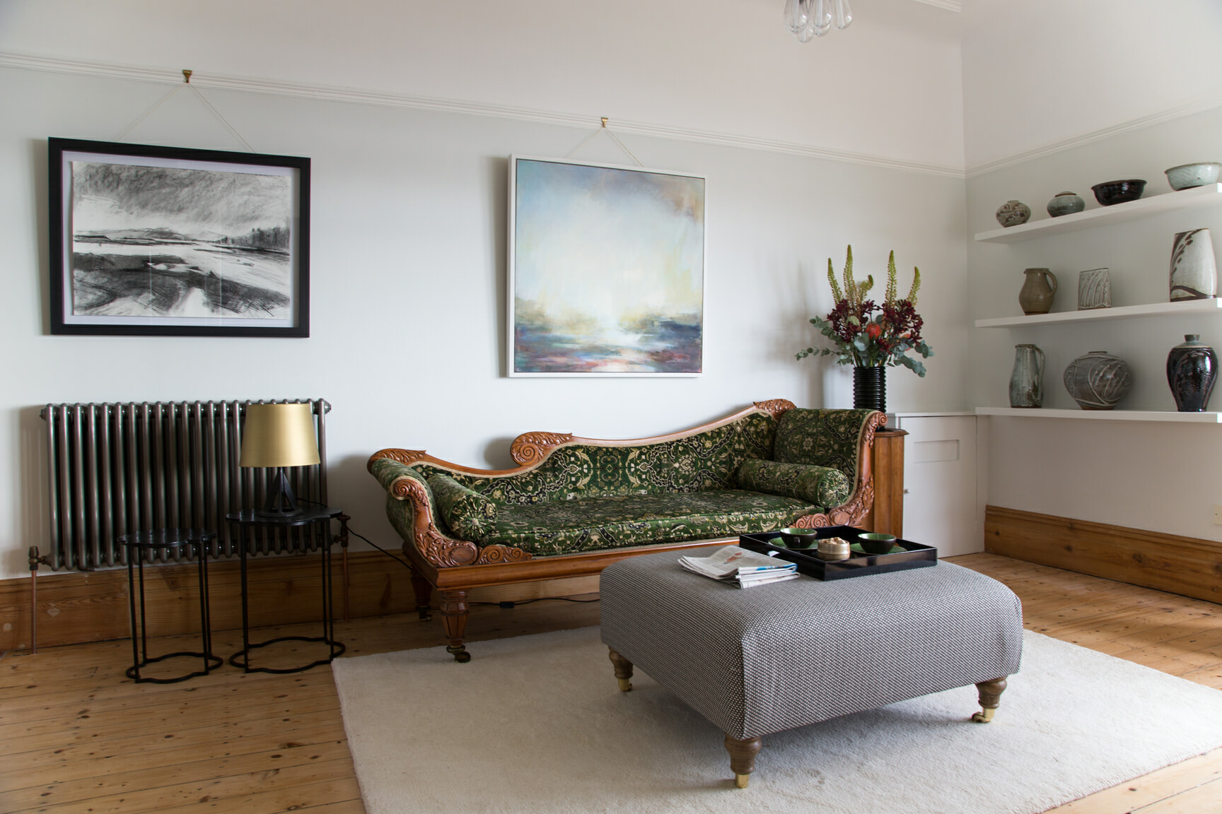 living room with a chaise longue