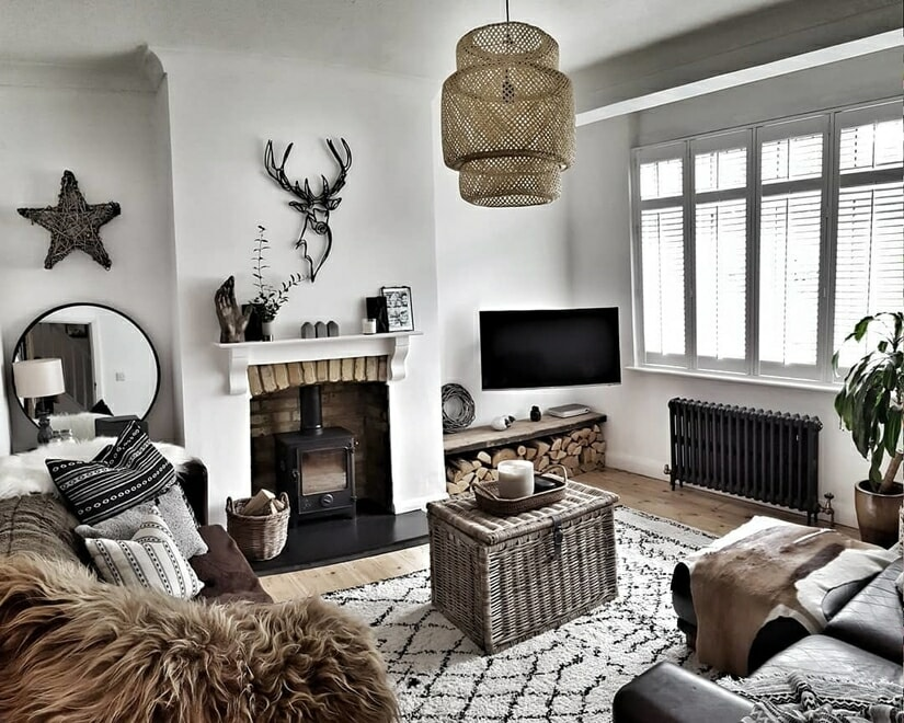 Milano Windsor anthracite column radiator in a cosy living room.