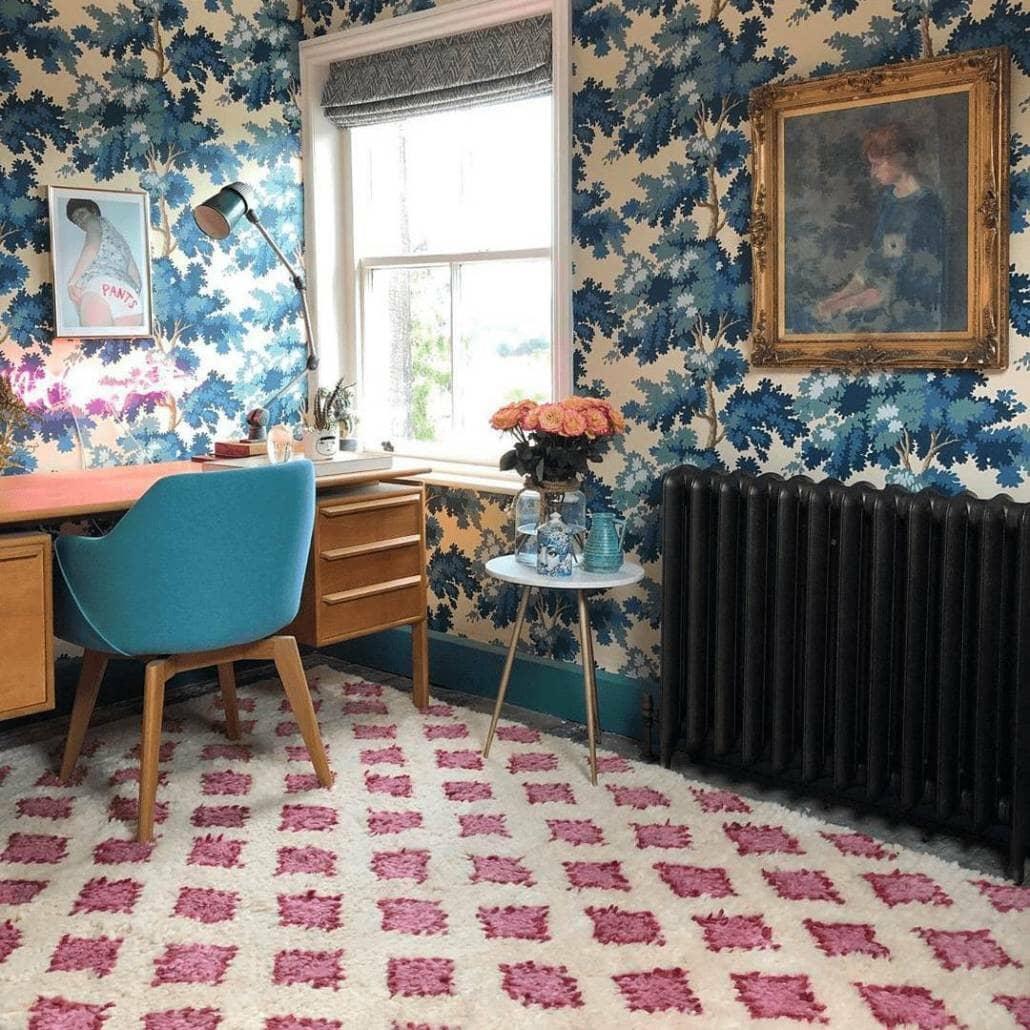 Milano Tamara cast-iron radiator in a vintage style room
