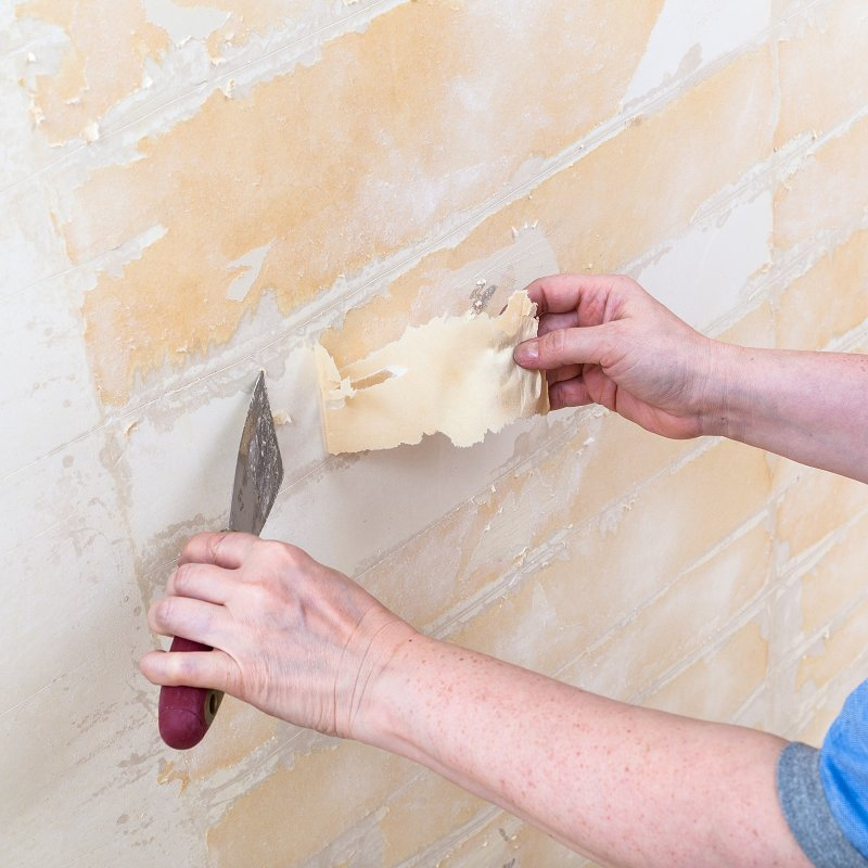 cleaning-wall-from-backing-before-wallpapering-PBXRAQB
