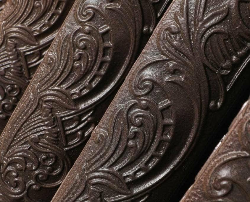 Milano Beatrix antique copper cast iron radiator floral pattern close-up