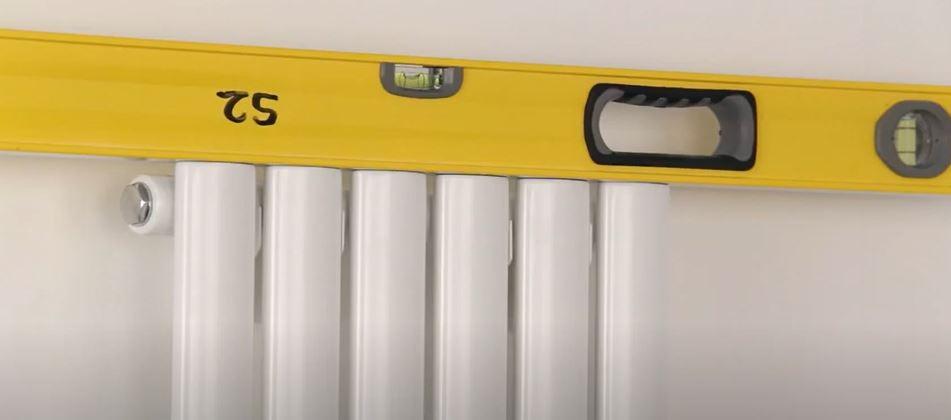 spirit level on a vertical radiator