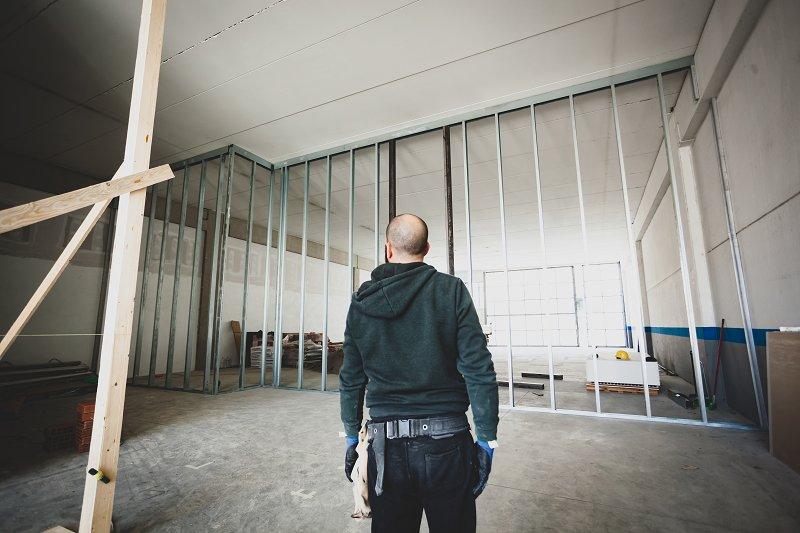 builder assessing a plasterboard room